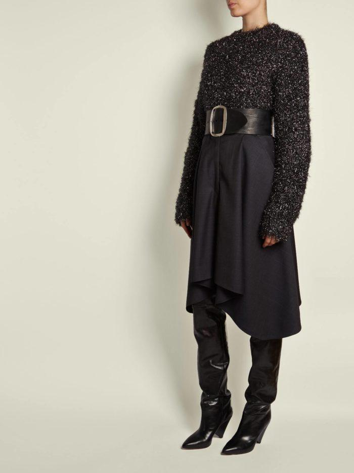 Модный осенний лук: с асимметричной юбкой с поясом и темным свитером