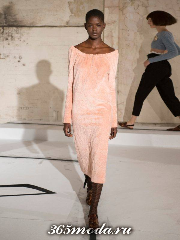 лук с бархатным розовым платьем футляр осень-зима