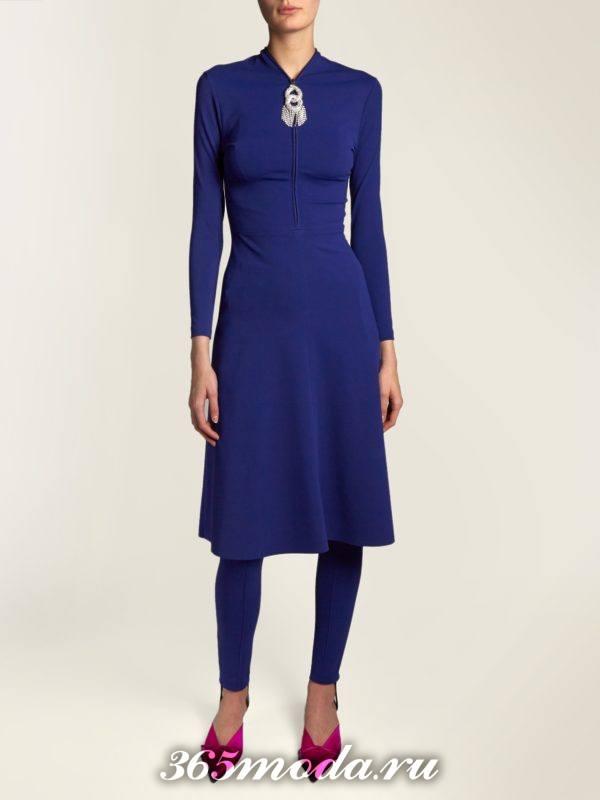 лук с синим миди платьем осень-зима