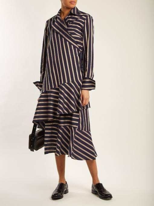 модный лук: с полосатым платьем рубашкой с оборками
