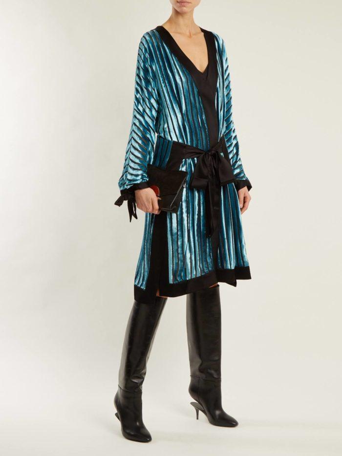 модный лук: с блестящим миди платьем с поясом