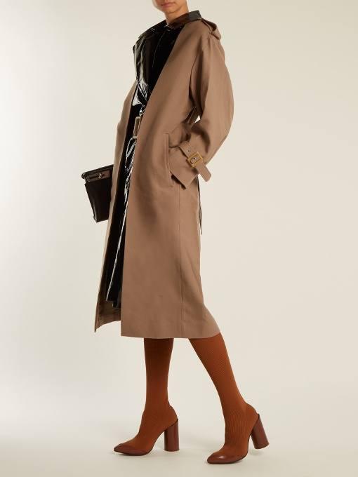 модные луки: с коричневыми сапогами чулками и коричневым пальто