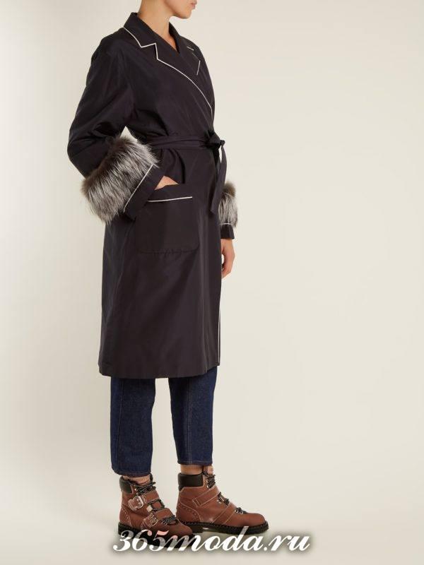 лук с коричневыми ботинками на низком ходу и черным пальто осень-зима