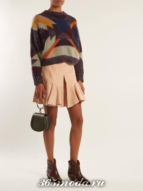 лук с ковбойскими ботинками и мини юбкой плиссе осень-зима