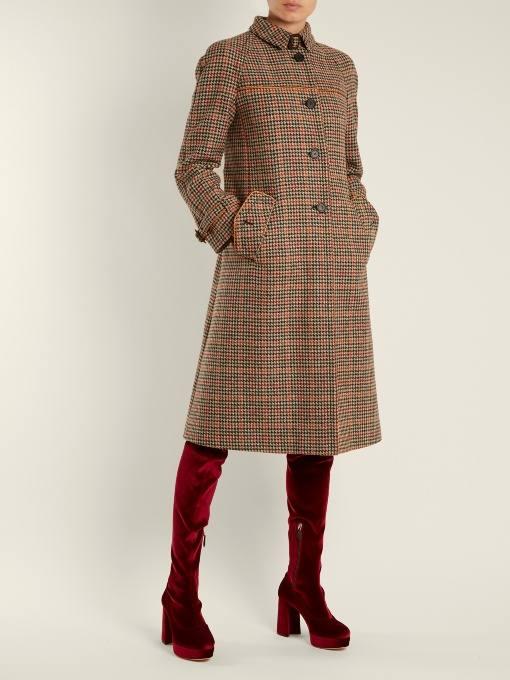 модные луки: с бархатными сапогами чулками и пальто в клетку