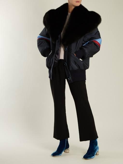 лук с бархатными ботинками на низком каблуке и курткой с воротником осень-зима