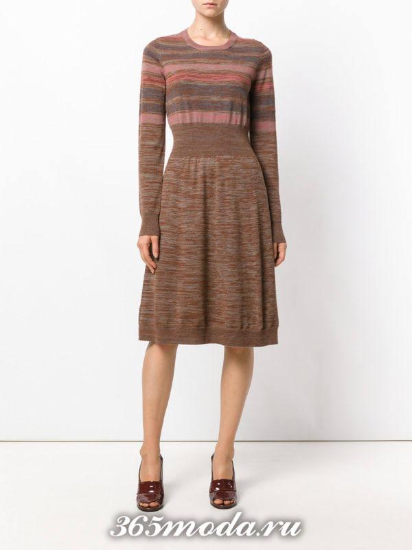 лук с теплым платьем клеш и лаковыми туфлями осень-зима