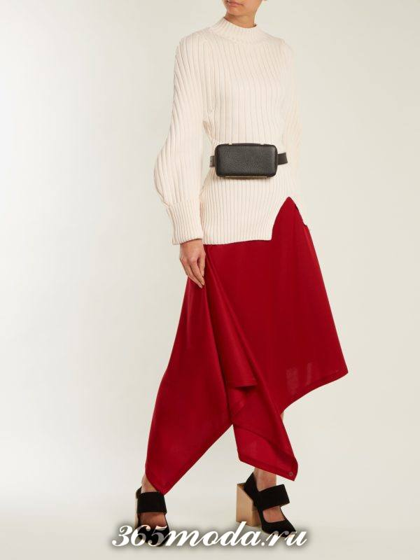 лук с асимметричной красной юбкой и белой блузкой осень-зима