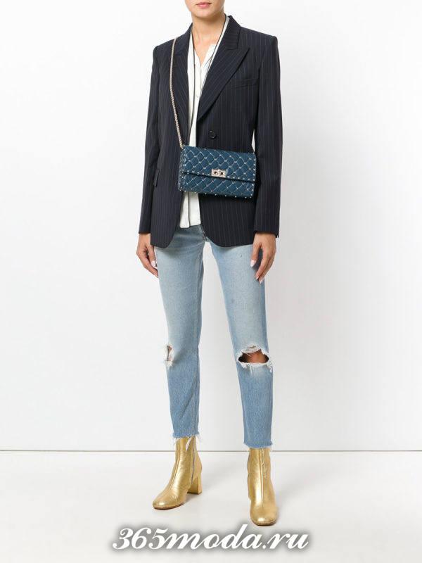 синяя фактурная сумка на цепочке