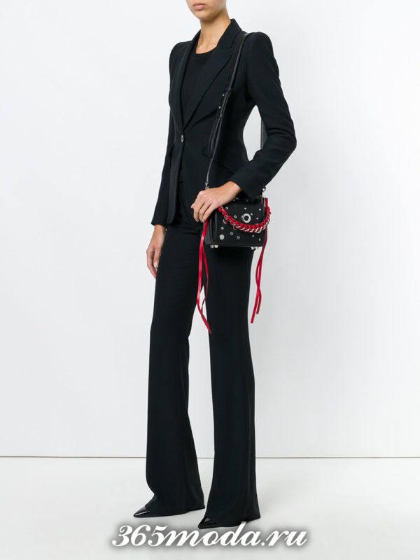 черная сумка через плечо с красной окантовкой