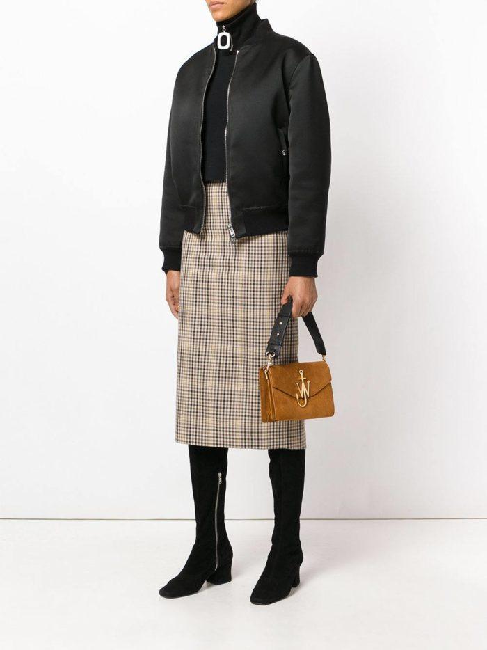 коричневая сумка прямоугольной формы