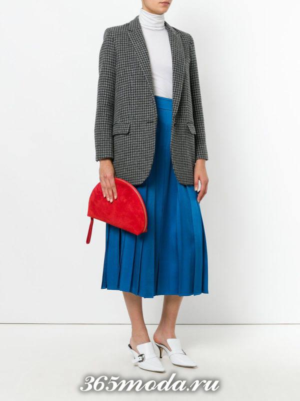 красная сумка необычной формы
