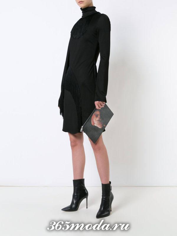 черная сумка без ремешков с изображением