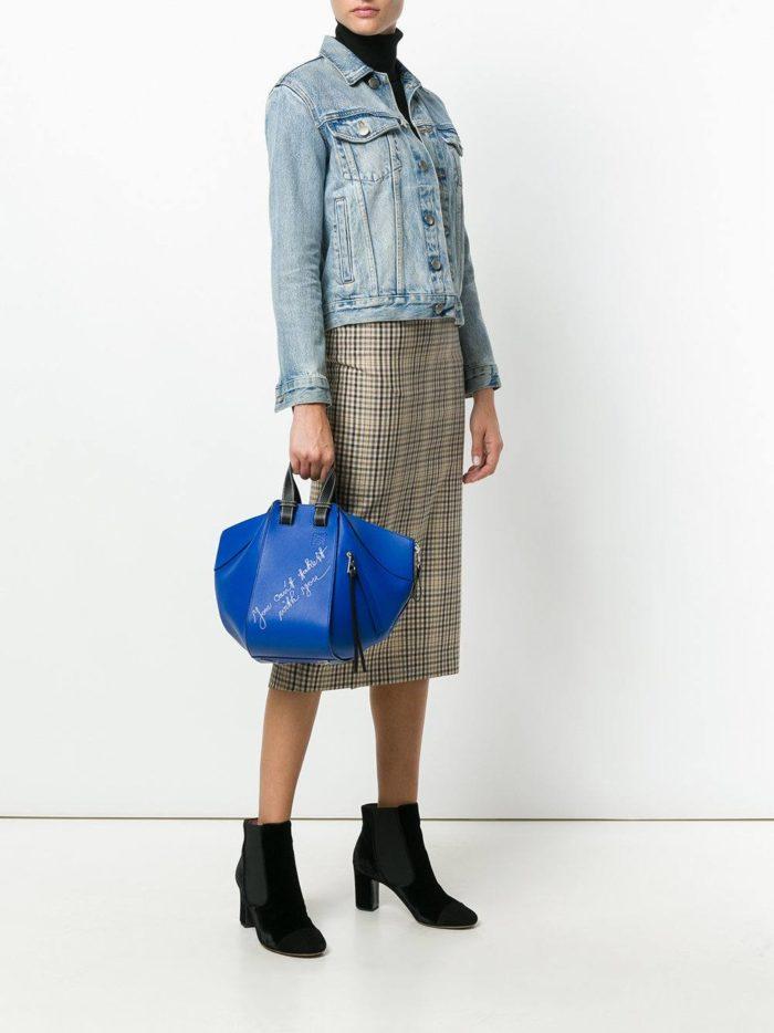 синяя минималистичная сумка