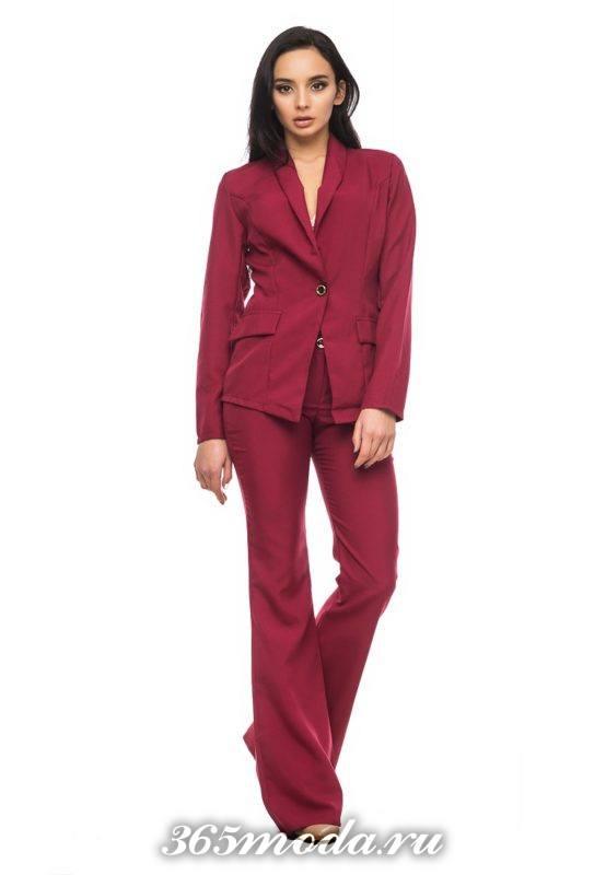 бордовый костюм с брюками клеш