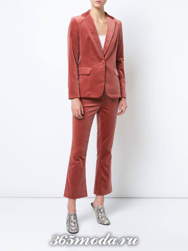 бархатный брючный костюм с укороченными брюками