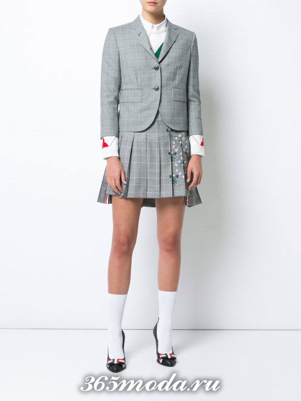 костюм в клетку с юбкой плиссе