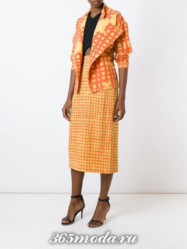 костюм с коротким рукавом и юбкой миди