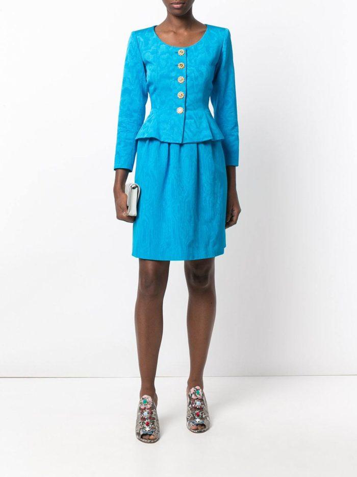 голубой костюм с юбкой тюльпан