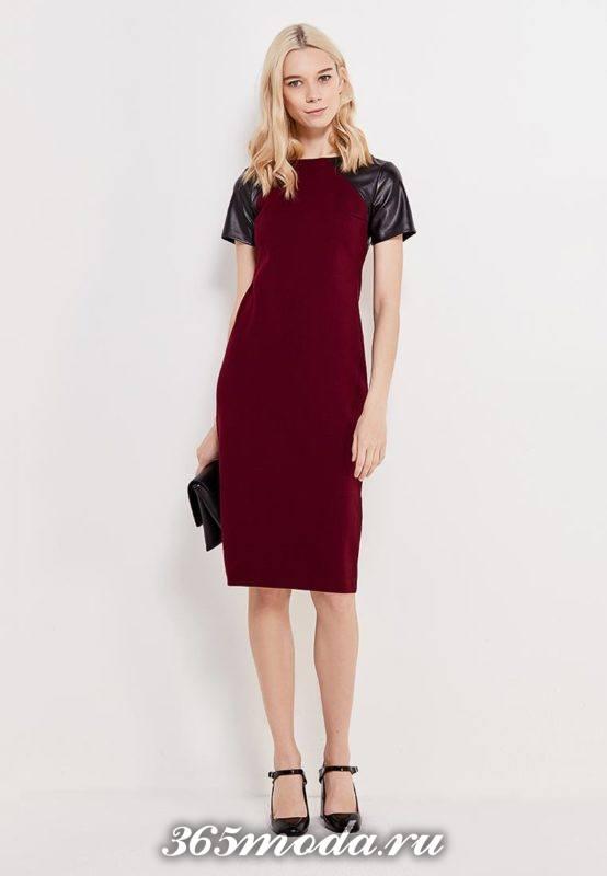 классическое бордовое платье футляр с кожаными рукавами