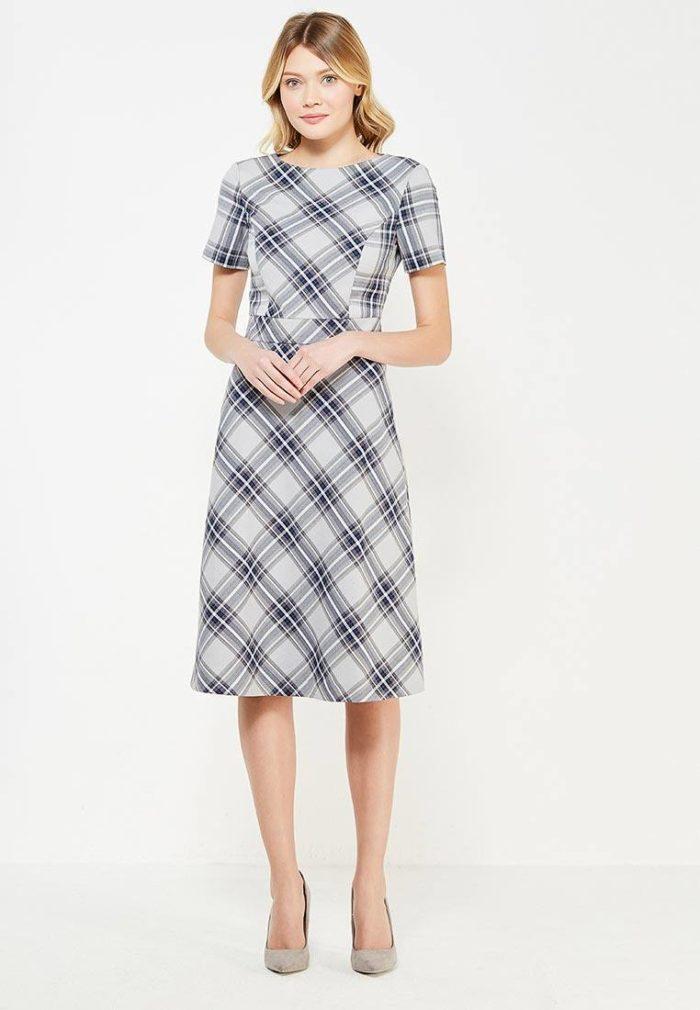 классическое миди платье в клетку с коротким рукавом