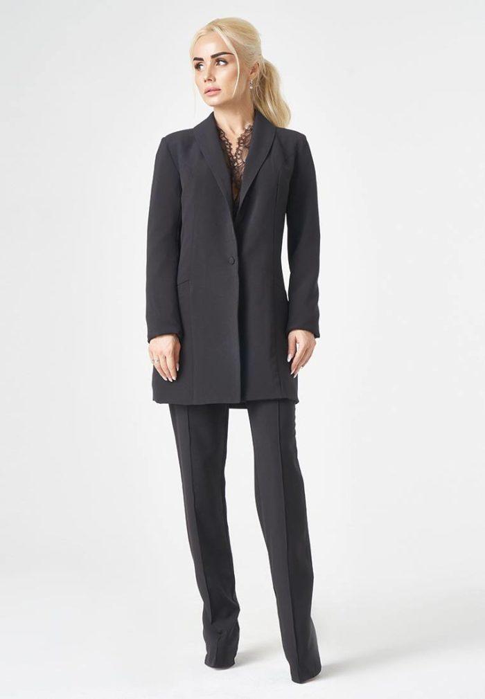 черный брючный костюм с длинным пиджаком
