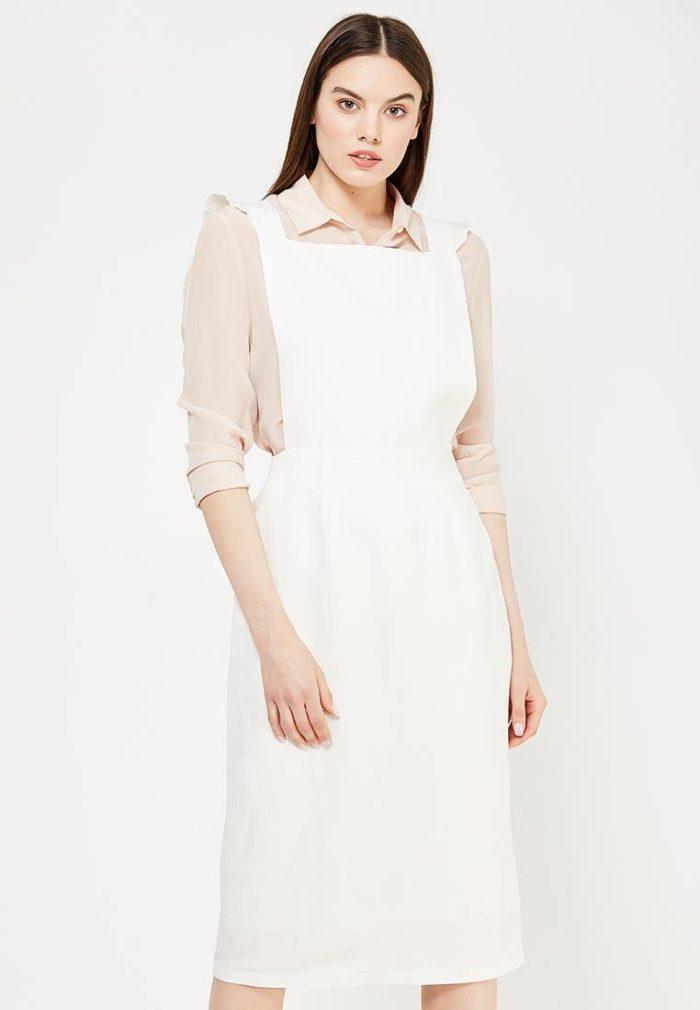 белый миди сарафан с бежевой блузой