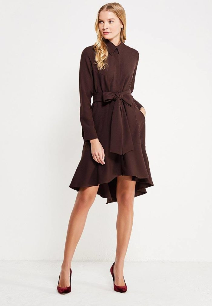 модное асимметричное платье с поясом