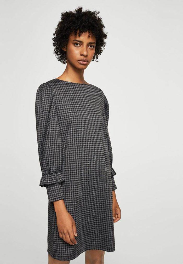 модное серое мини платье с оборками на рукавах