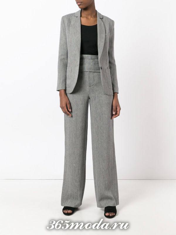 серый костюм с широкими брюками с высокой талией