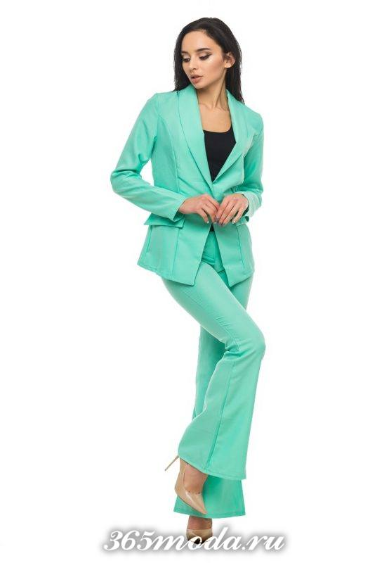 модный мятный костюм с брюками клеш