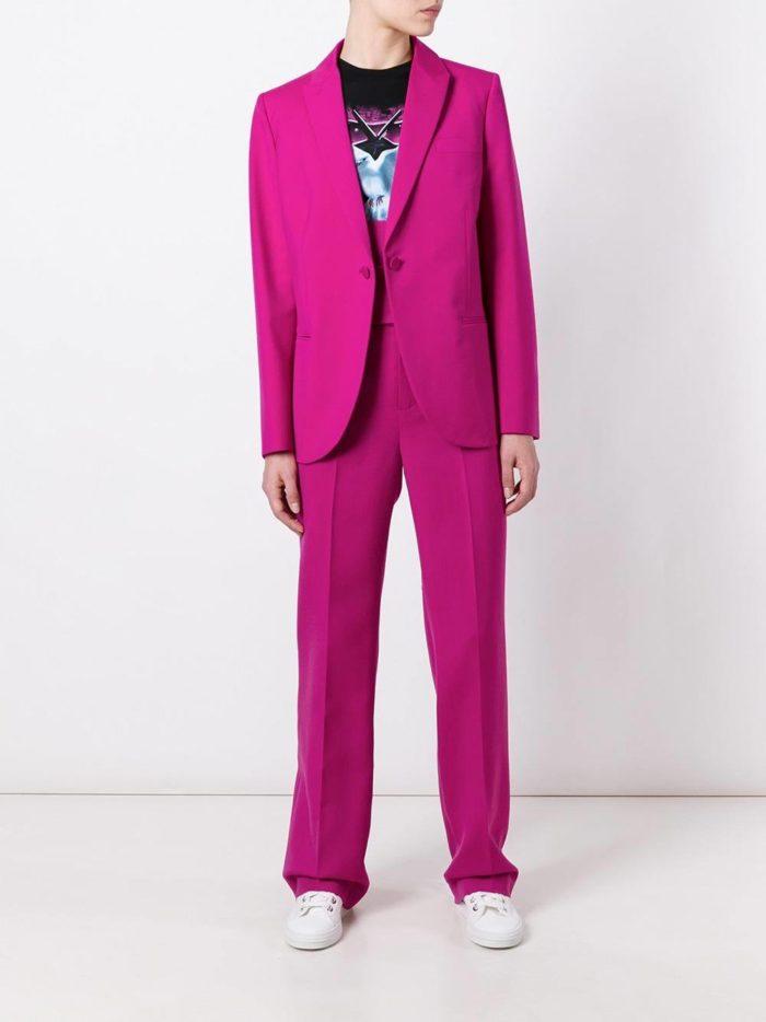 модный костюм классика цвета фуксия с брюками