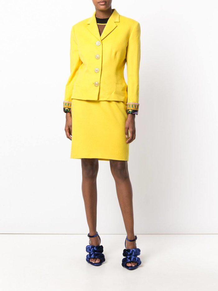 модный желтый костюм с юбкой