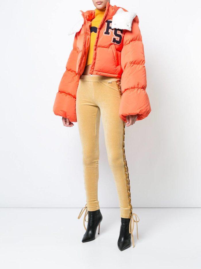 модные образы осень зима 2019-2020: пуховик короткий с рукавами клеш