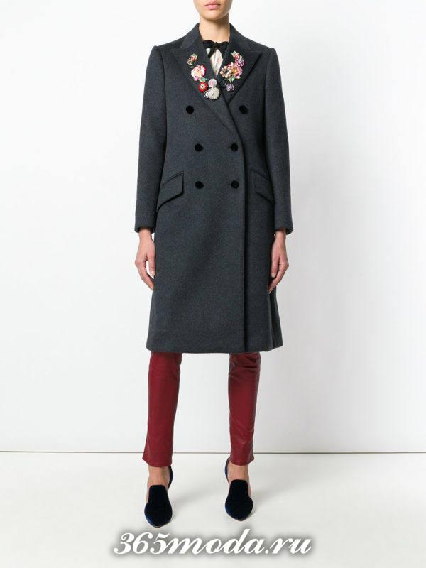 серое пальто с вышивкой осень-зима