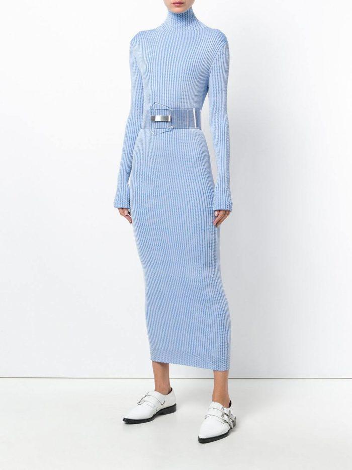 модные образы осень зима 2019-2020: длинное голубое платье с поясом