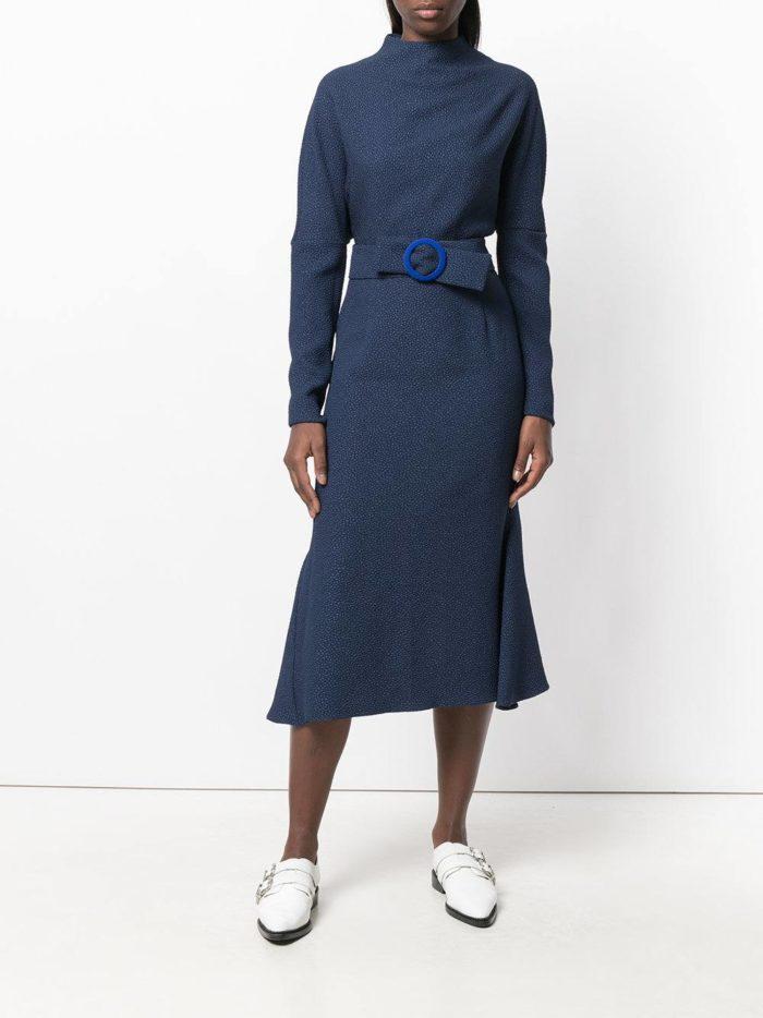 модные образы осень зима 2019-2020: синее миди платье с поясом