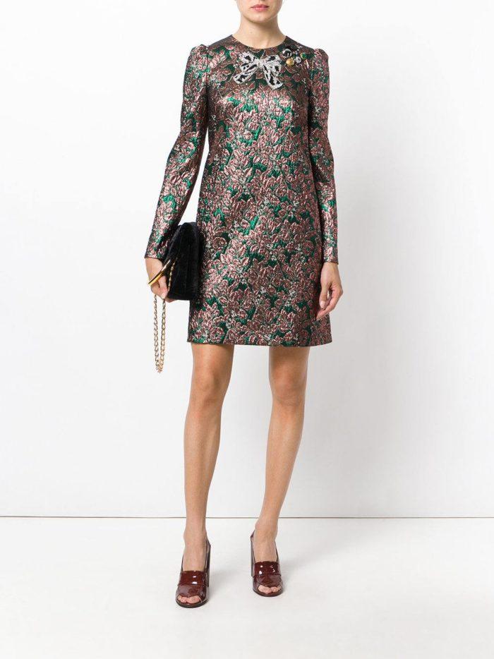 модные образы осень зима 2019-2020: короткое платье с принтом
