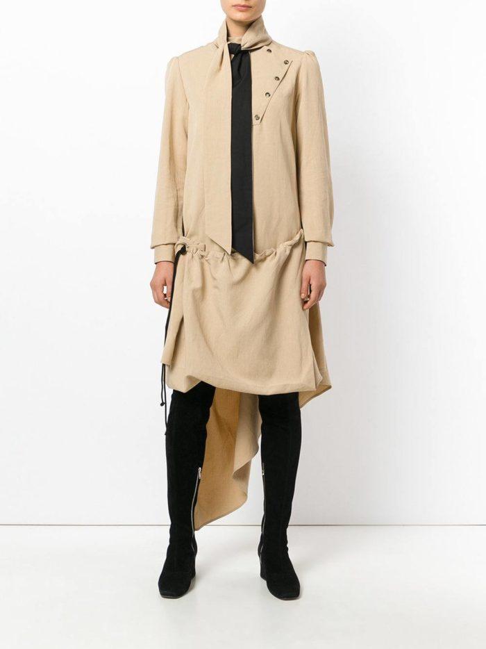 модные образы осень зима 2019-2020: асимметричное бежевое платье рубашка