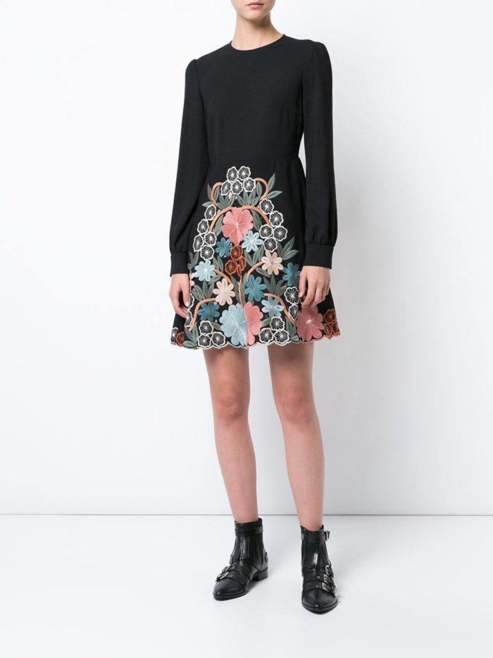 модные образы осень зима 2019-2020: короткое платье клеш с декором