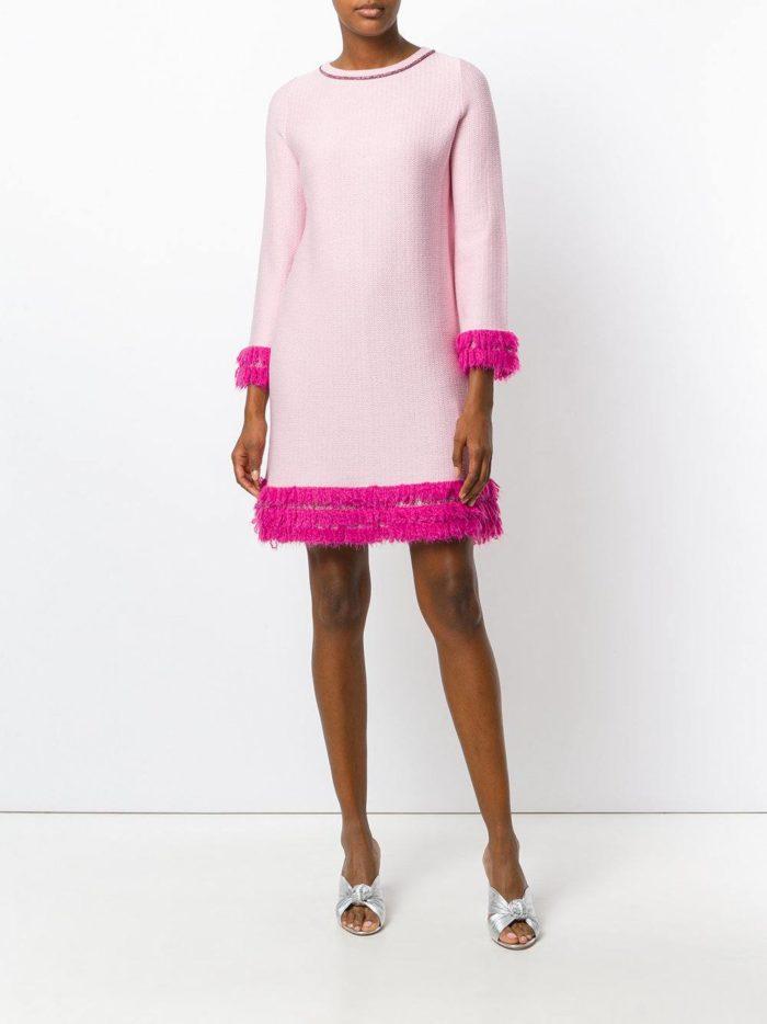 модные образы осень зима 2019-2020: розовое мини платье с декором