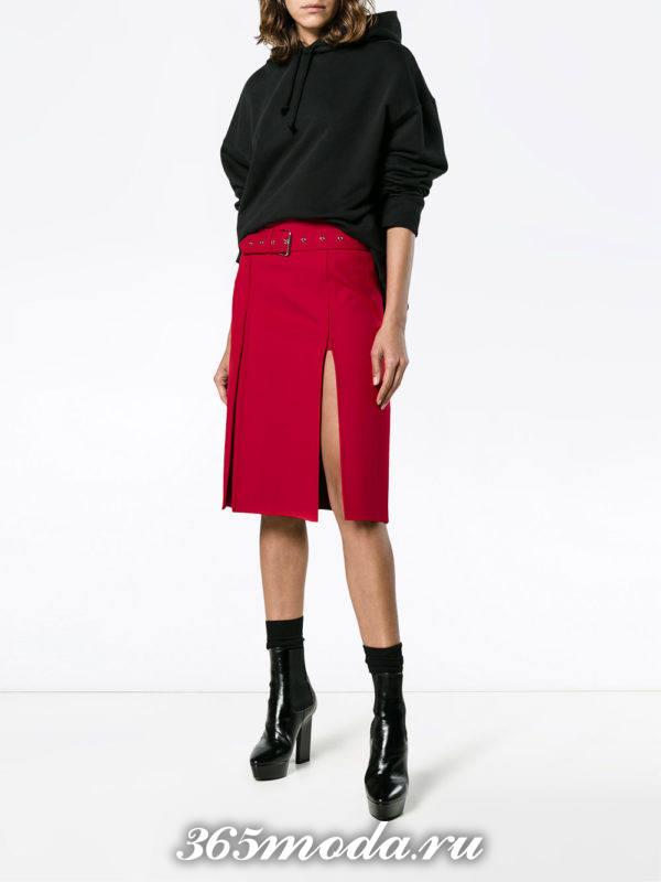 красная юбка с разрезом осень-зима