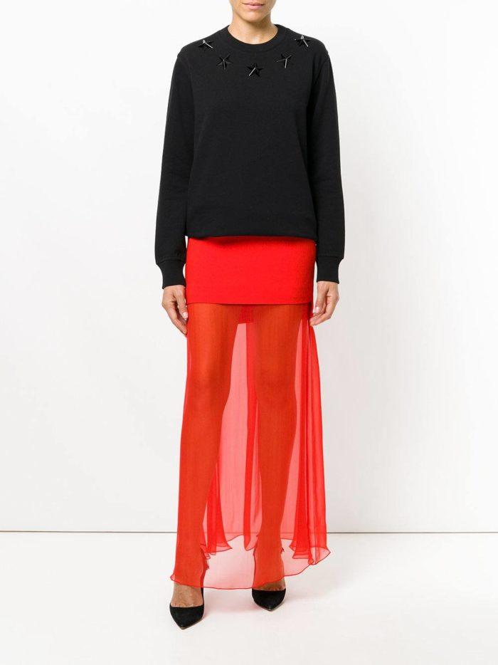 модные образы осень-зима: красная прозрачная длинная юбка