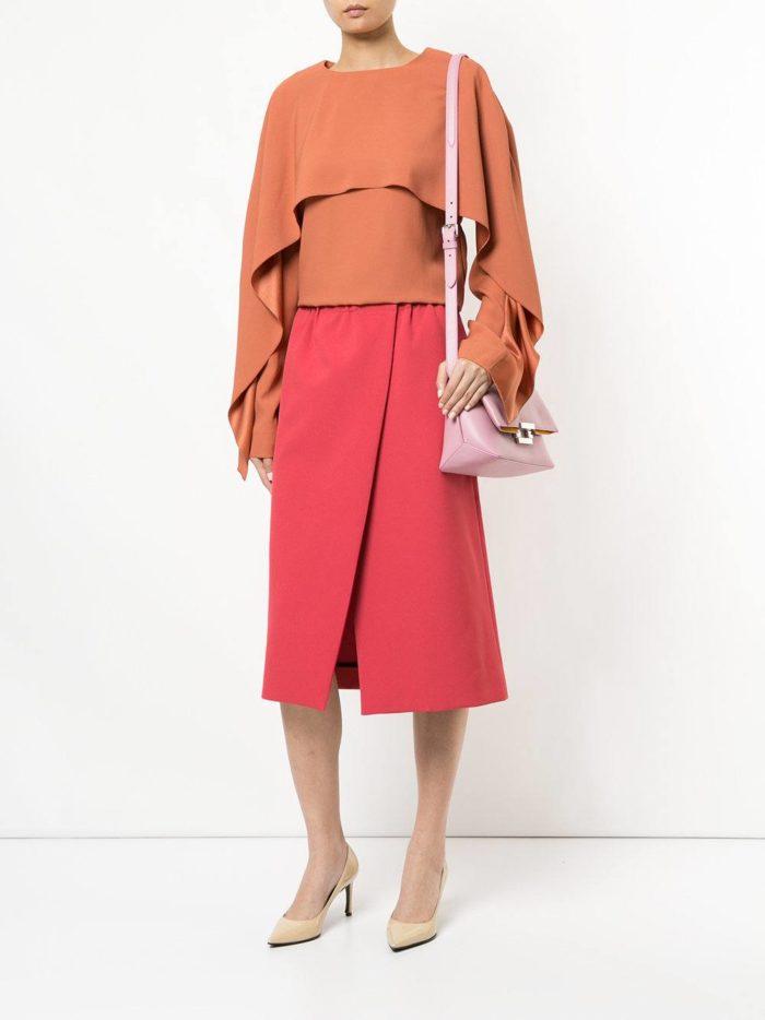 модные образы осень-зима: красная юбка на запах