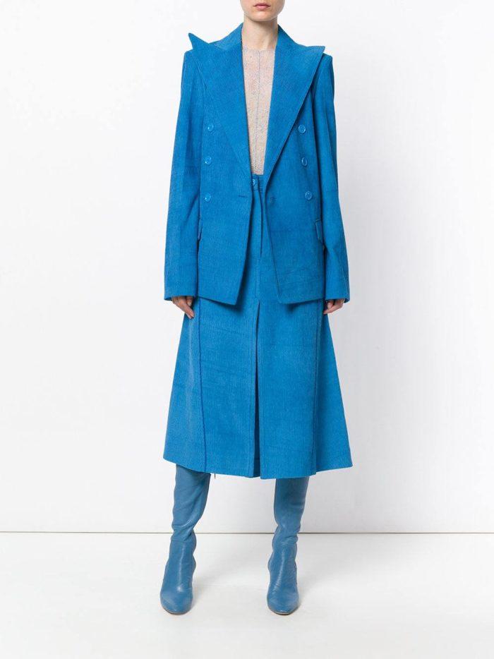 модные образы осень-зима: синяя замшевая юбка