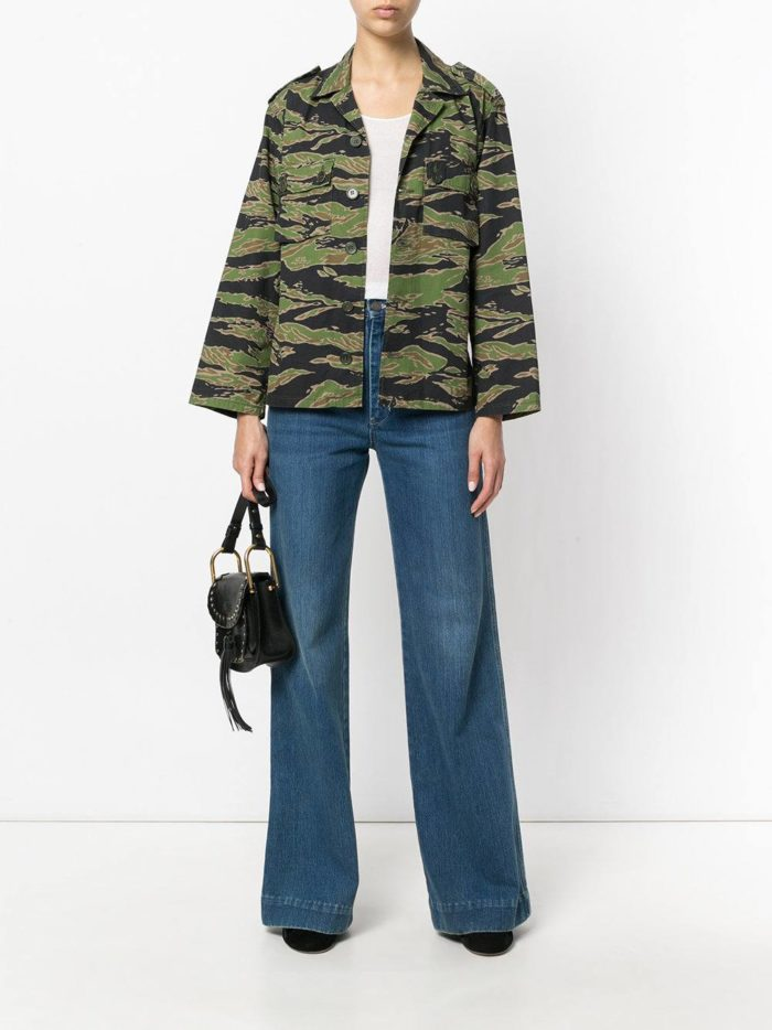 модные образы осень-зима: синие джинсы клеш