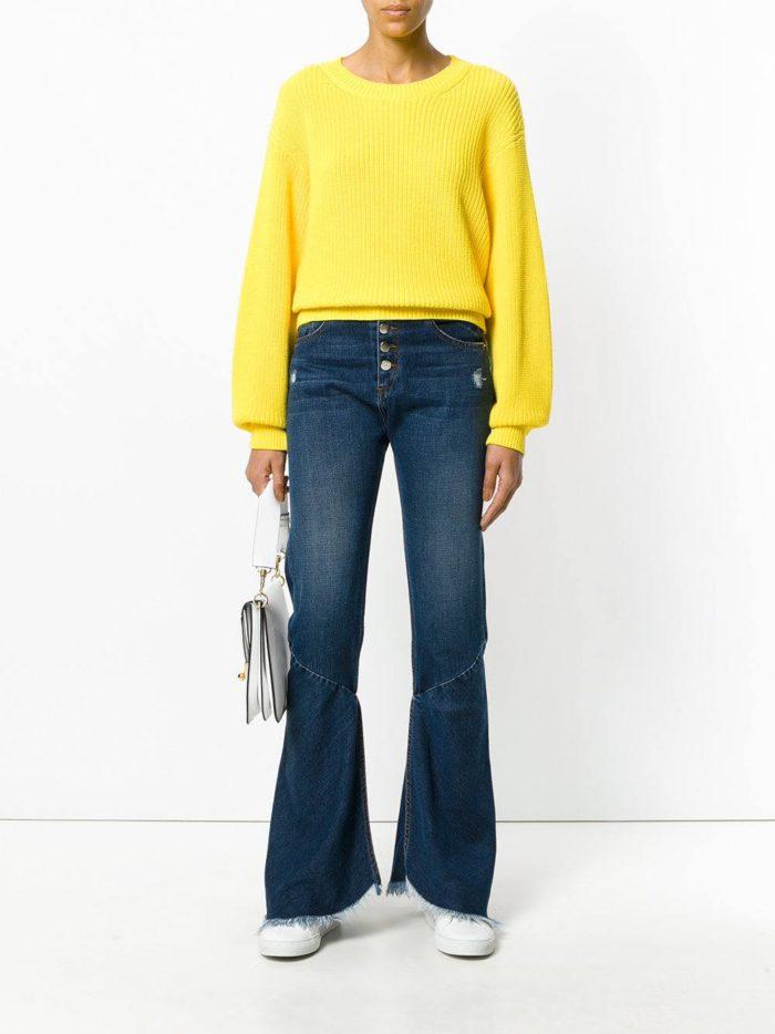 модные образы осень-зима: темные джинсы клеш