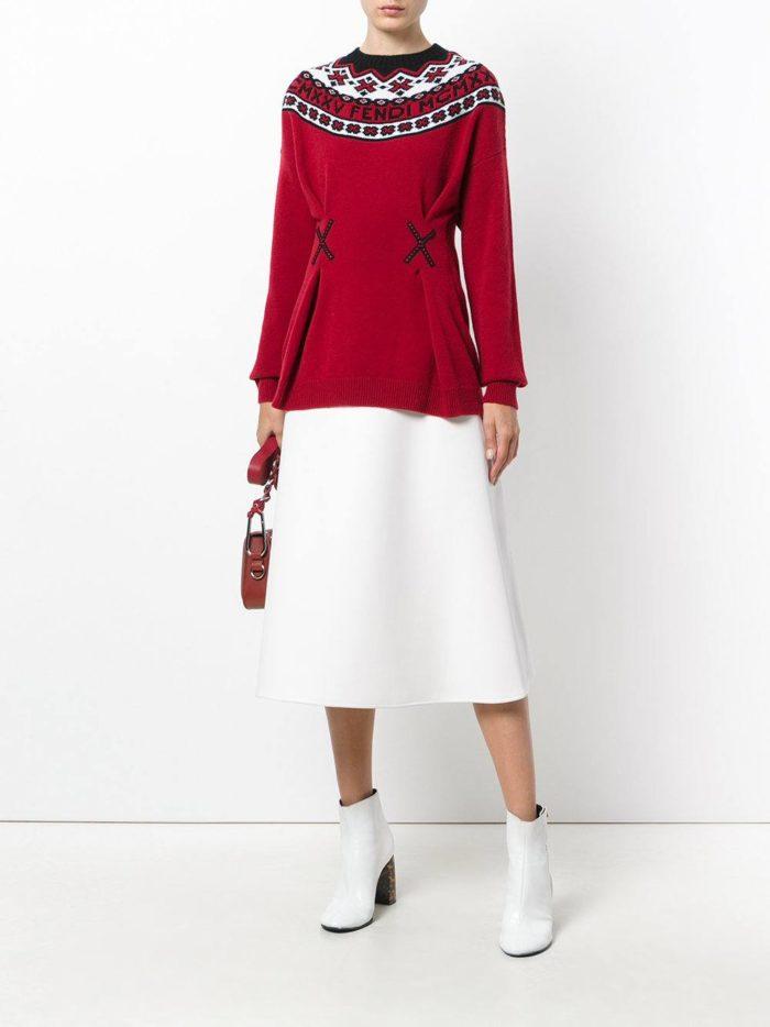 красный свитер с декором осень-зима