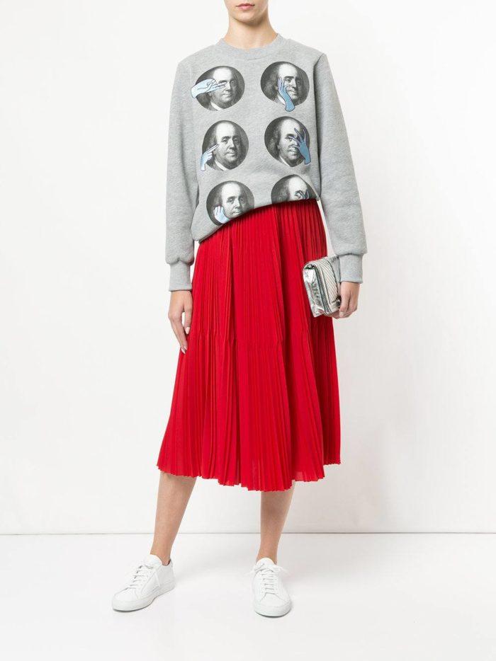 модные образы осень зима 2019-2020: с красной юбкой плиссе