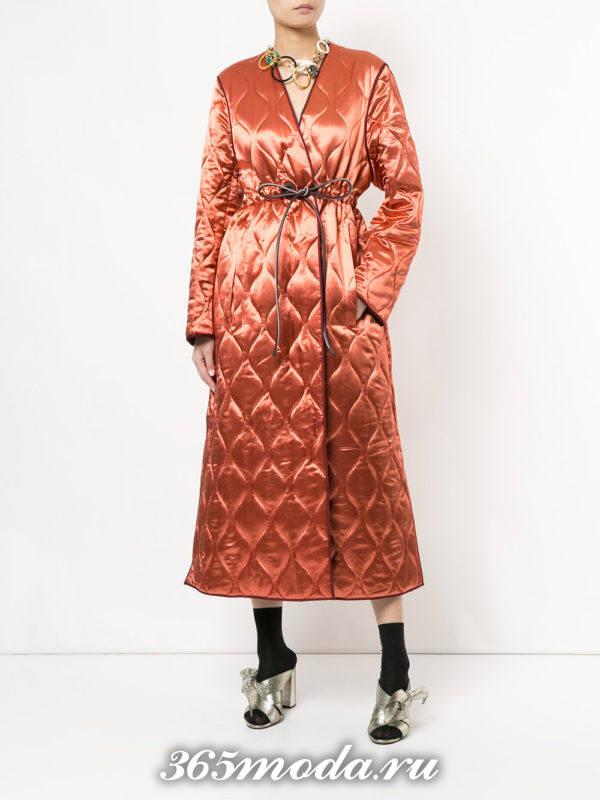 модный образ осень-зима со стеганым персиковым пальто